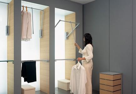 מתקן תלייה סרווטו דגם 3000 – מתקן בגדים יורד Servetto